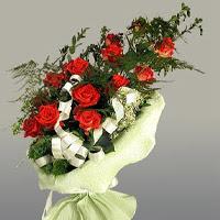 Gaziantep kaliteli taze ve ucuz çiçekler  11 adet kirmizi gül buketi sade haldedir