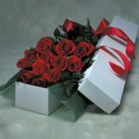 Gaziantep çiçek gönderme  11 adet gülden kutu