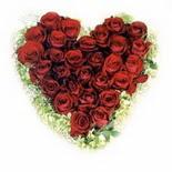 kalp biçiminde 15 gülden   Gaziantep çiçek siparişi vermek