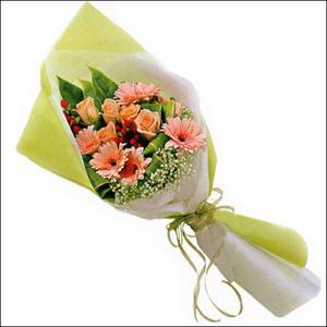 sade güllü buket demeti  Gaziantep yurtiçi ve yurtdışı çiçek siparişi