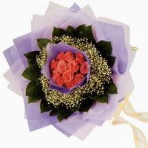 12 adet gül ve elyaflardan   Gaziantep yurtiçi ve yurtdışı çiçek siparişi