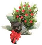 12 adet kirmizi gül buketi   Gaziantep yurtiçi ve yurtdışı çiçek siparişi