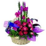 çikolata ve sepette çiçek   Gaziantep 14 şubat sevgililer günü çiçek