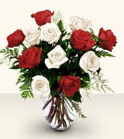 Gaziantep çiçek , çiçekçi , çiçekçilik  6 adet kirmizi 6 adet beyaz gül cam içerisinde