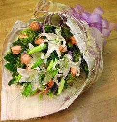 Gaziantep çiçek yolla , çiçek gönder , çiçekçi   11 ADET GÜL VE 1 ADET KAZABLANKA