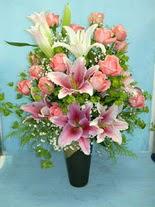 Gaziantep çiçek yolla , çiçek gönder , çiçekçi   cam vazo içerisinde 21 gül 1 kazablanka