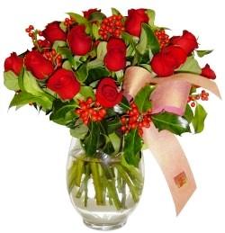 Gaziantep yurtiçi ve yurtdışı çiçek siparişi  11 adet kirmizi gül  cam aranjman halinde