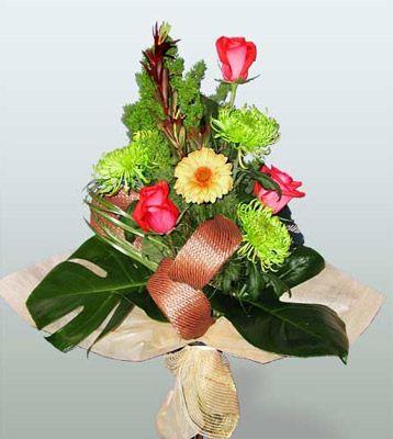 Gaziantep kaliteli taze ve ucuz çiçekler  3 adet gül 4 adet gerbera çiçegi sade buket