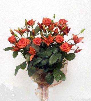 9 adet gül ve 3 adet lilyum çiçegi buketi   Gaziantep çiçekçi telefonları
