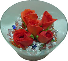 Gaziantep ucuz çiçek gönder  5 adet gül ve cam tanzimde çiçekler