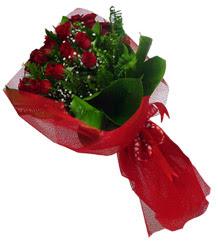Gaziantep 14 şubat sevgililer günü çiçek  10 adet kirmizi gül demeti