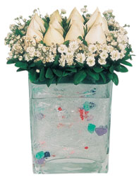 Gaziantep yurtiçi ve yurtdışı çiçek siparişi  7 adet beyaz gül cam yada mika vazo tanzim