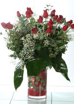 Gaziantep çiçek siparişi vermek  11 adet kirmizi gül ve cam yada mika vazo tanzim