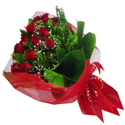 Gaziantep internetten çiçek siparişi  12 adet kirmizi essiz gül buketi - SEVENE ÖZEL