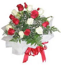 Gaziantep çiçek mağazası , çiçekçi adresleri  12 adet kirmizi ve beyaz güller buket