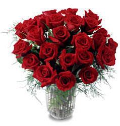 Gaziantep 14 şubat sevgililer günü çiçek  11 adet kirmizi gül cam yada mika vazo içerisinde