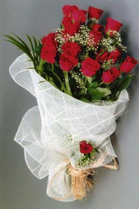 10 adet kirmizi güllerden buket çiçegi  Gaziantep online çiçek gönderme sipariş
