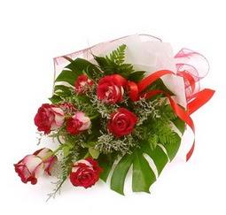 Çiçek gönder 9 adet kirmizi gül buketi  Gaziantep çiçek yolla