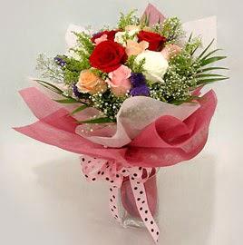Karisik renklerde 11 adet gül buketi  Gaziantep hediye sevgilime hediye çiçek