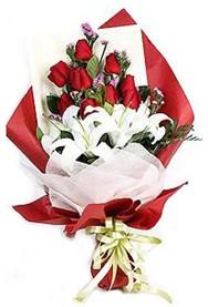 Gaziantep güvenli kaliteli hızlı çiçek  9 adet gül 2 adet kazablanka buketi