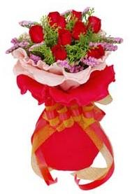 Gaziantep çiçek satışı  8 Adet kirmizi güllerden buket tanzimi