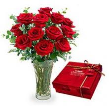 Gaziantep yurtiçi ve yurtdışı çiçek siparişi  10 adet cam yada mika vazoda gül çikolata
