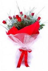 Gaziantep uluslararası çiçek gönderme  9 adet kirmizi gül buketi demeti