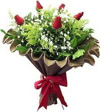 Gaziantep çiçek gönderme  5 adet kirmizi gül buketi demeti