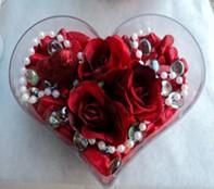 Gaziantep çiçekçi telefonları  mika kalp içerisinde 3 adet gül ve taslar