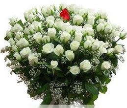 Gaziantep çiçek yolla , çiçek gönder , çiçekçi   100 adet beyaz 1 adet kirmizi gül buketi