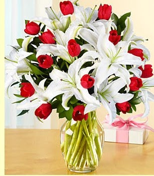Gaziantep online çiçekçi , çiçek siparişi  3 kazablanka 10 kırmızı gül vazosu