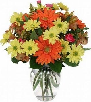 Gaziantep çiçekçi mağazası  vazo içerisinde karışık mevsim çiçekleri