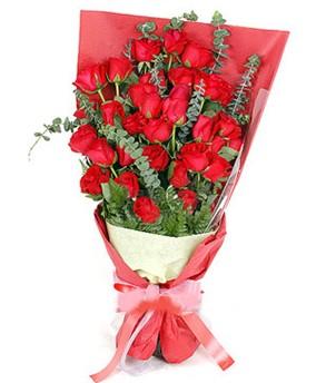 Gaziantep hediye sevgilime hediye çiçek  37 adet kırmızı güllerden buket