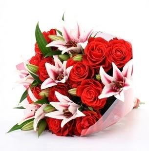 Gaziantep çiçek yolla  3 dal kazablanka ve 11 adet kırmızı gül