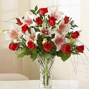 Gaziantep çiçekçiler  12 adet kırmızı gül 1 dal kazablanka çiçeği