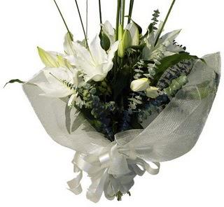 Gaziantep yurtiçi ve yurtdışı çiçek siparişi  2 dal kazablanka çiçek buketi