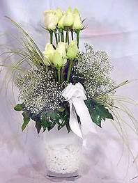 Gaziantep çiçek gönderme  9 adet vazoda beyaz gül - sevdiklerinize çiçek seçimi