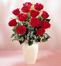 Gaziantep yurtiçi ve yurtdışı çiçek siparişi  9 adet vazoda özel tanzim kirmizi gül