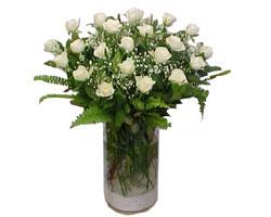 Gaziantep online çiçek gönderme sipariş  cam yada mika Vazoda 12 adet beyaz gül - sevenler için ideal seçim