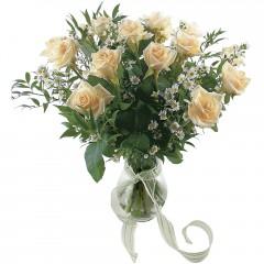 Vazoda 8 adet beyaz gül  Gaziantep ucuz çiçek gönder