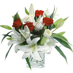 vazo içerisinde 4 gül 1 adet kazablanka  Gaziantep çiçek gönderme