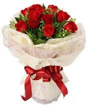 12 adet kırmızı gül buketi  Gaziantep hediye çiçek yolla