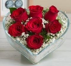 Kalp içerisinde 7 adet kırmızı gül  Gaziantep 14 şubat sevgililer günü çiçek