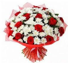 11 adet kırmızı gül ve 1 demet krizantem  Gaziantep çiçekçiler
