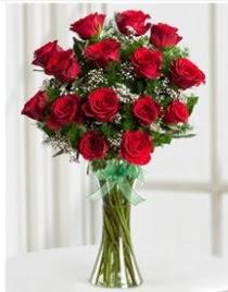 Cam vazo içerisinde 11 kırmızı gül vazosu  Gaziantep hediye çiçek yolla