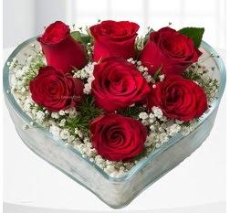 Kalp içerisinde 7 adet kırmızı gül  Gaziantep internetten çiçek satışı
