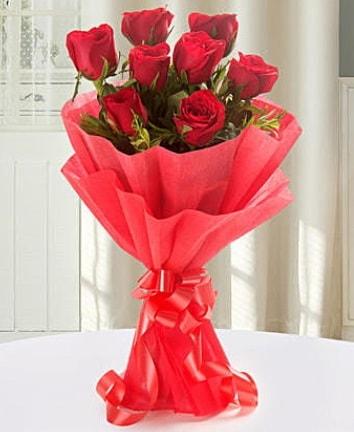 9 adet kırmızı gülden modern buket  Gaziantep uluslararası çiçek gönderme
