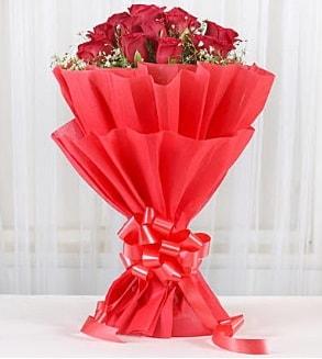 12 adet kırmızı gül buketi  Gaziantep güvenli kaliteli hızlı çiçek