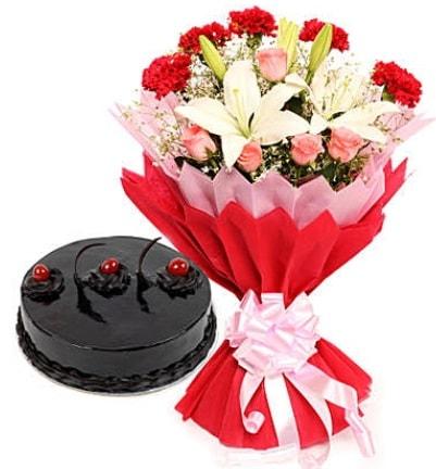 Karışık mevsim buketi ve 4 kişilik yaş pasta  Gaziantep yurtiçi ve yurtdışı çiçek siparişi