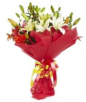 5 dal kazanlanka lilyum buketi  Gaziantep 14 şubat sevgililer günü çiçek